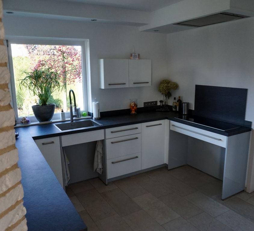Maatwerk keuken met hoogglans witte panelen